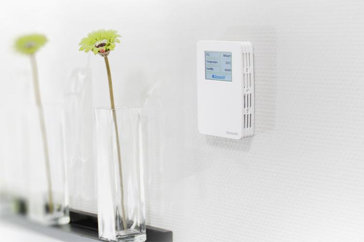 CO2, temperature and RH regulator A-SENSE-VAV-D mounted on wall